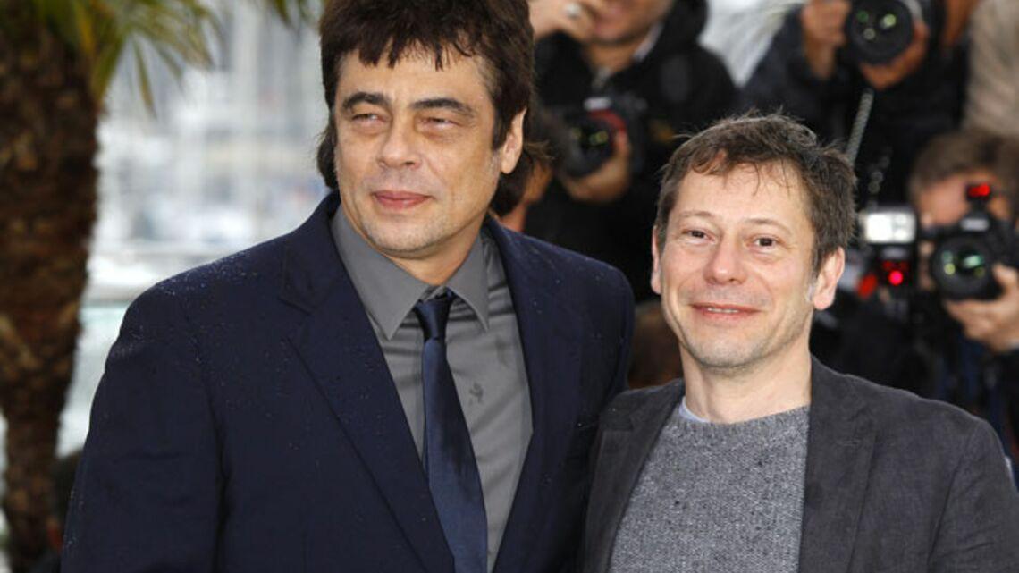 Vidéo- Benicio del Toro et Mathieu Amalric bravent la pluie