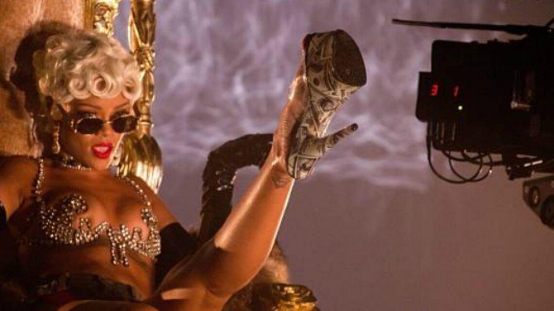 Rihanna dévoile les coulisses du tournage de Pour it up