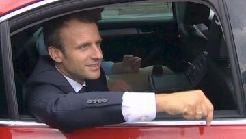 VIDEO – Emmanuel Macron sur les routes du Tour de France: le président fait le show