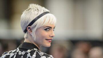 VIDEO- Cara Delevingne: sa coiffeuse explique tous les secrets de sa coupe courte