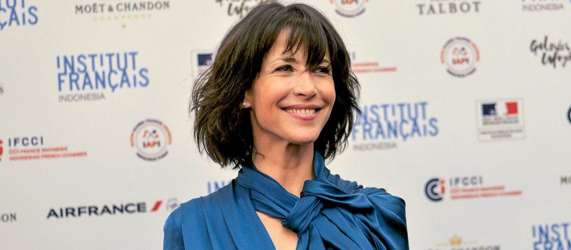 video sophie marceau ouvre son dressing pour la journ e des droits des femmes gala. Black Bedroom Furniture Sets. Home Design Ideas