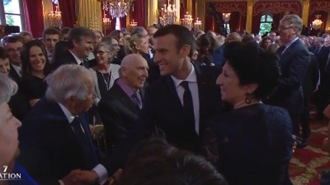 VIDEO – Emmanuel Macron: avec les filles de Brigitte et ses petits-enfants, il montre son émotion de président