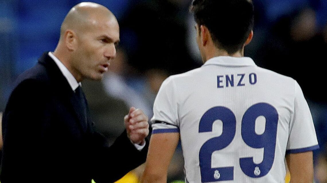 VIDEO – Zine­dine Zidane réagit au 1er but de son fils Enzo avec le Real Madrid