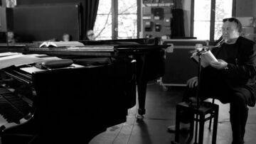 VIDEO – Gérard Depardieu chante Barbara: son premier concert aux Bouffes du Nord