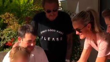 """VIDEO – Johnny Hallyday, avec Laeticia, chante """"Joyeux anniversaire"""" pour son ami le chef Jean-François Piège"""