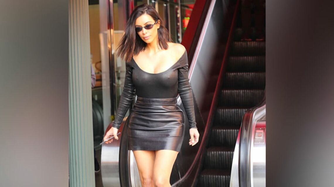 video kim kardashian lunettes r tros et mini jupe en cuir elle se la joue matrix gala. Black Bedroom Furniture Sets. Home Design Ideas