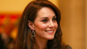 VIDEO – Quand Kate Middleton plaisante avec des parents d'élèves de la future école du Prince George