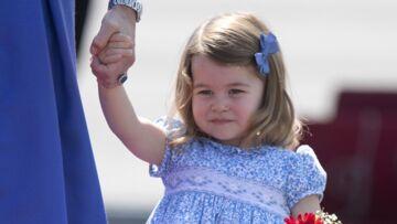 VIDEO – La princesse Charlotte maîtrise déjà la révérence, la preuve en images