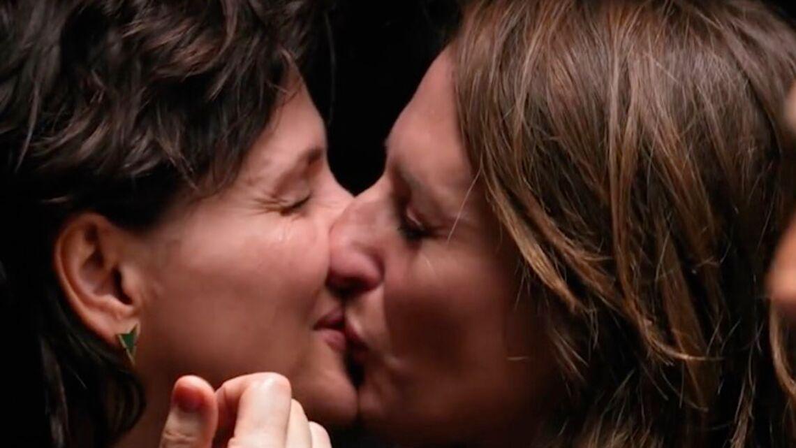 VIDEO – Le baiser entre Juliette Binoche et Camille Cottin dans «Les recettes pompettes»