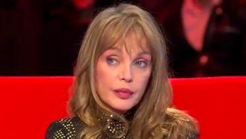 VIDEO – Arielle Dombasle traumatisée par la mort prématurée de sa mère à 34 ans