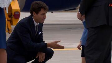 VIDEO – Quand le Prince George refuse de serrer la main à Justin Trudeau
