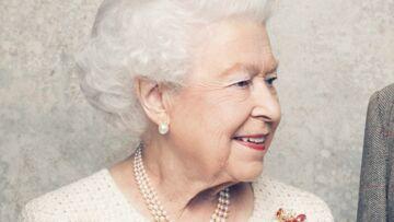 VIDEO – Malgré son statut de reine, Elisabeth II ne peut pas choisir librement ses vêtements