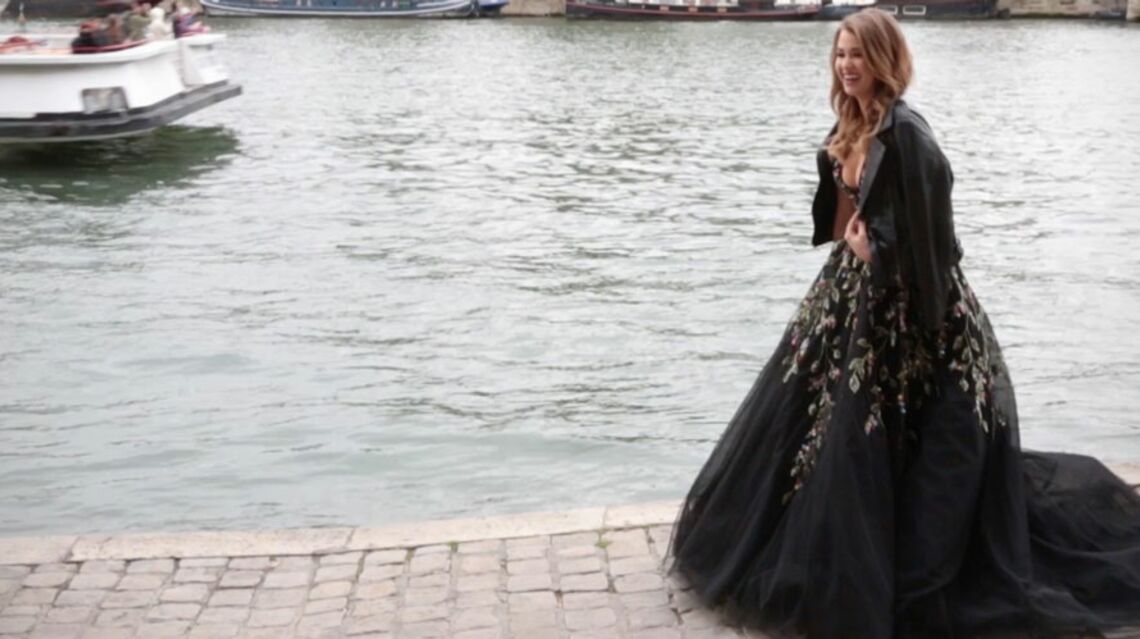 EXCLU VIDEO – Enjoyphoenix pose en robe de princesse haute-couture