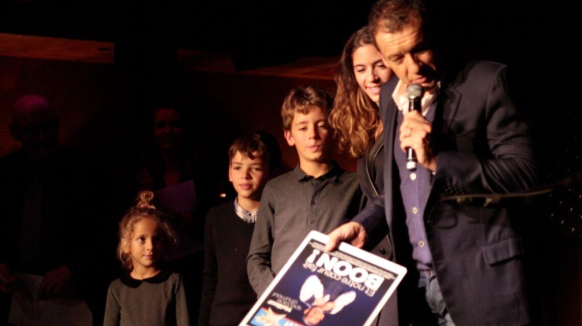 VIDEO – Dany Boon fait monter femme et enfants sur scène pour recevoir un prix