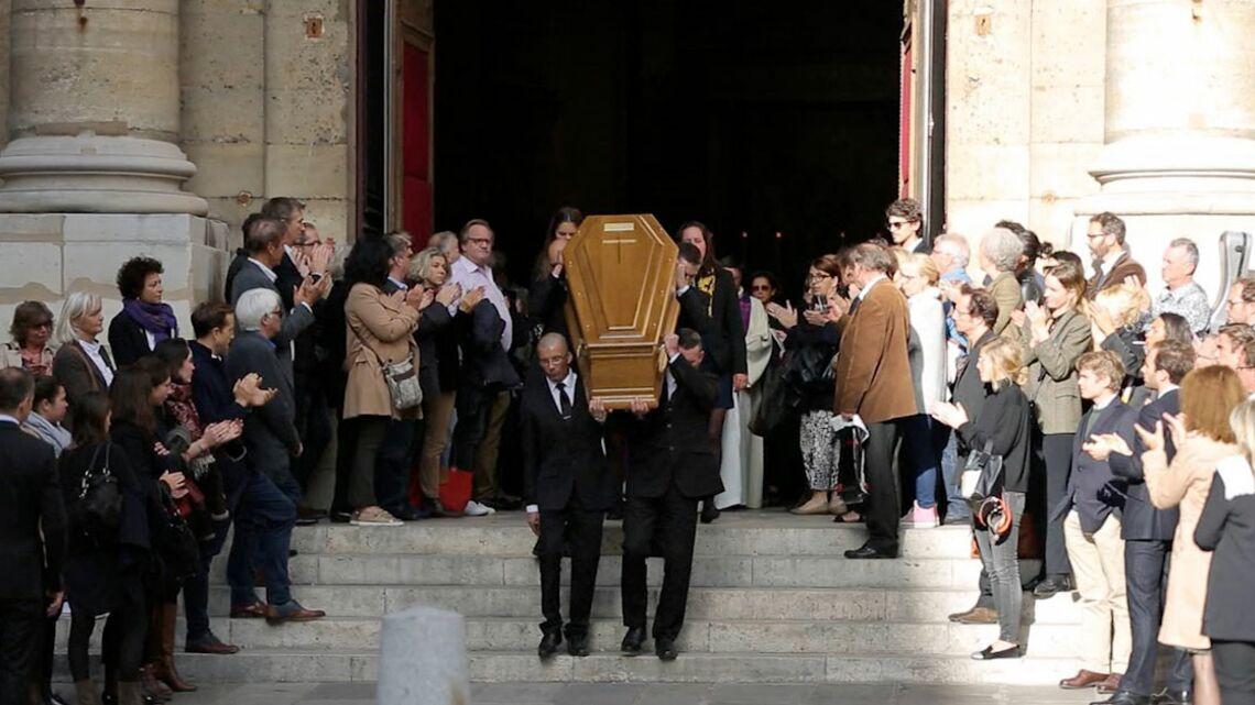 VIDEO – Obsèques de Jean Rochefort: Mylène Farmer et son compagnon, Charles Berling, les stars unies autour de la famille de l'acteur