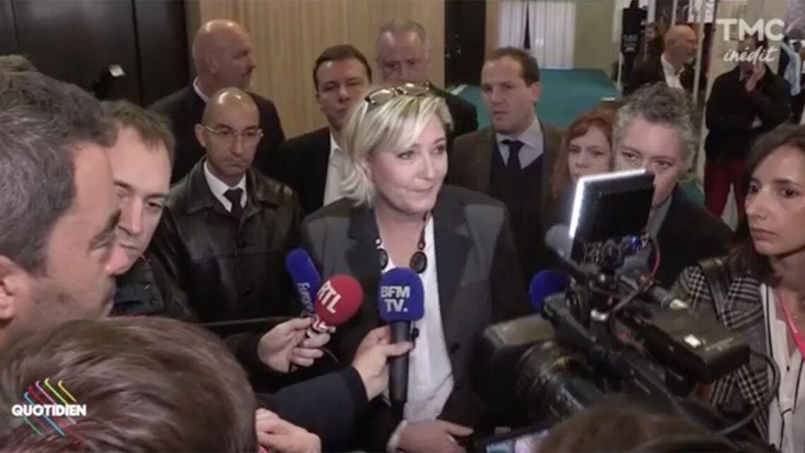 VIDEO – Marine Le Pen évite volontairement les journalistes de Quotidien: «Ils me saoulent»