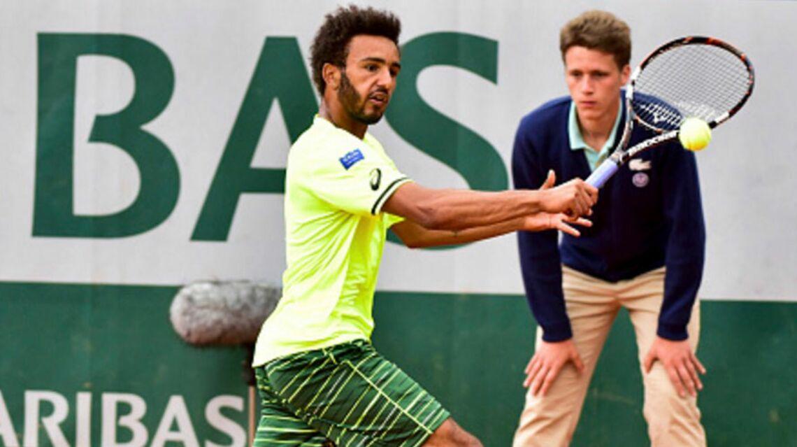 VIDEO: Le tennisman Maxime Hamou embrasse une journaliste de force