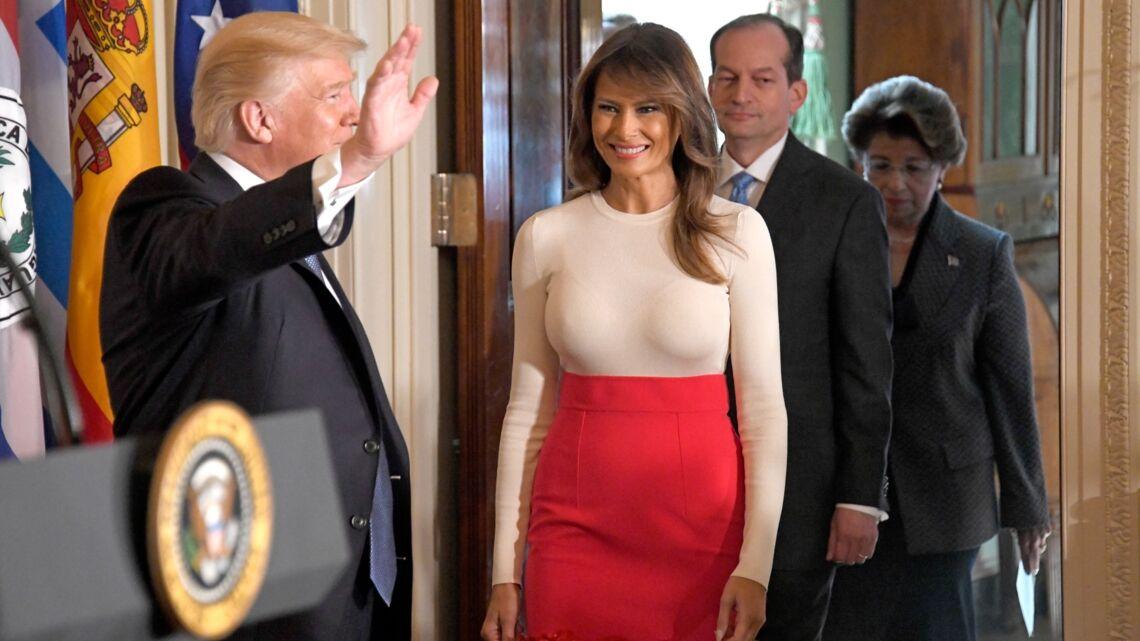 VIDEO – Melania Trump critiquée pour ses talons hauts, quand son mari Donald Trump vole à son secours
