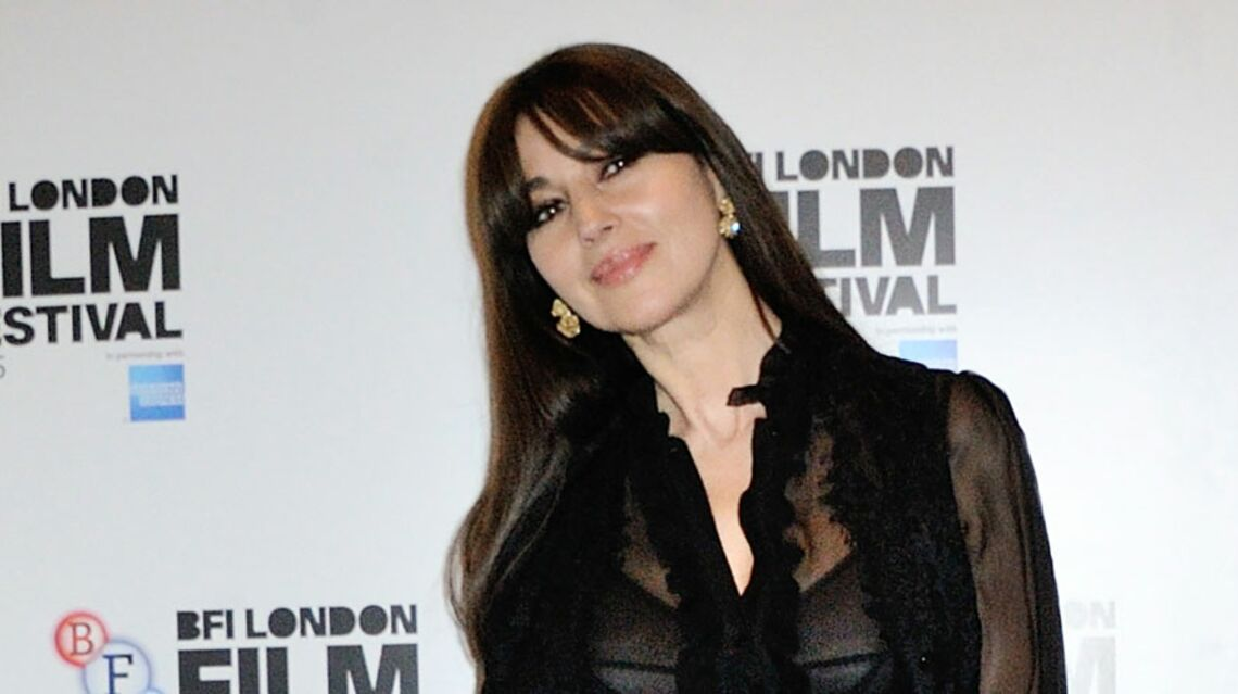 VIDEO – A 52 ans, Monica Bellucci ose toujours les tenues sexy