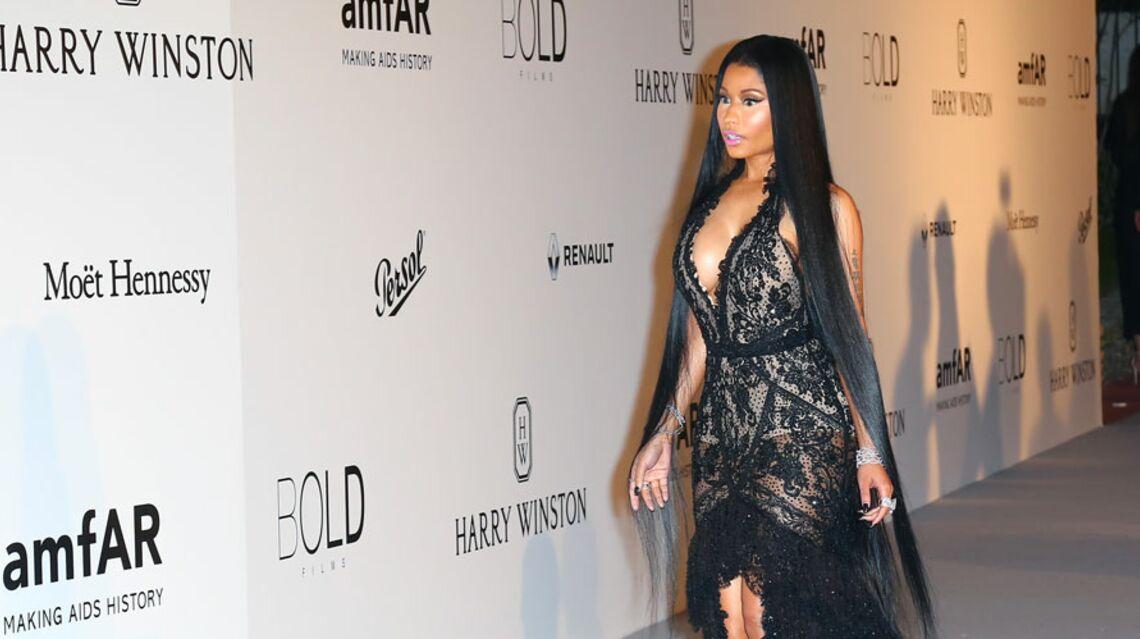 VIDÉO – Nicki Minaj: pour ou contre les cheveux longs jusqu'aux genoux de la star?