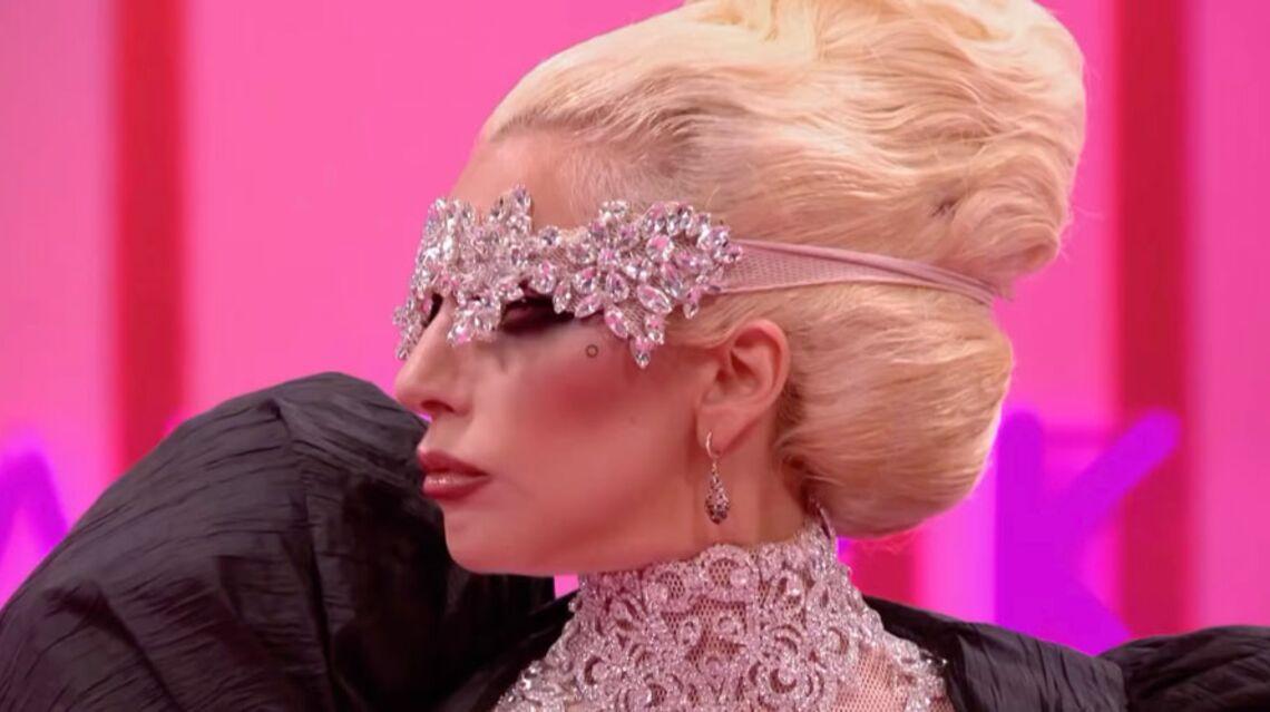 VIDEO – Lady Gaga, méconnaissable au milieu de drag-queens