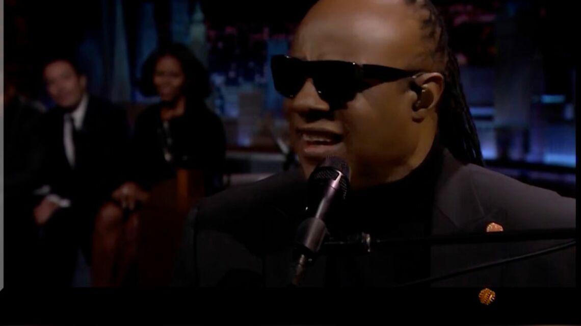 VIDEO – Stevie Wonder déclare son amour à Michelle Obama en chanson