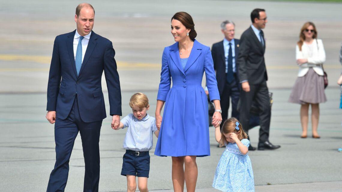 VIDEO- La princesse Charlotte ne veut plus être dans les bras de Kate: elle marche!