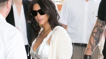 Vidéo- Kim Kardashian débarque en déshabillé sexy à Cannes