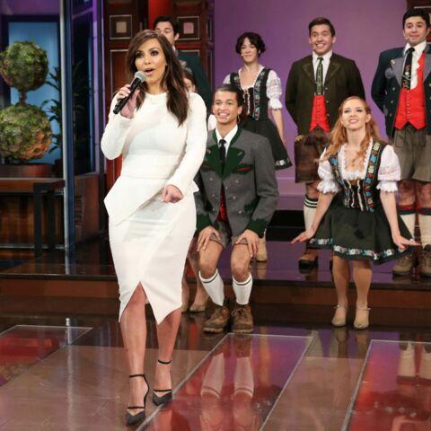 Kim Kardashian chante pour la dernière de Jay Leno