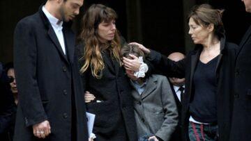 Vidéo – Jane Birkin et ses filles pleurent Kate