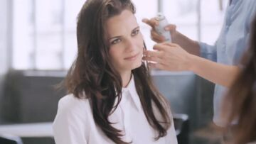 Vidéo – Ravivez votre coiffure avec le shampooing sec