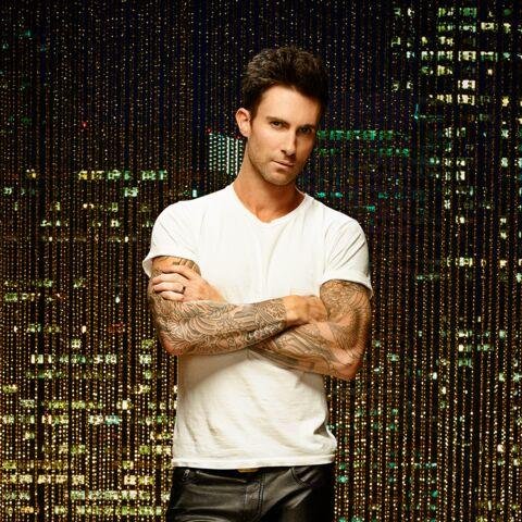 Adam Levine se met à nu