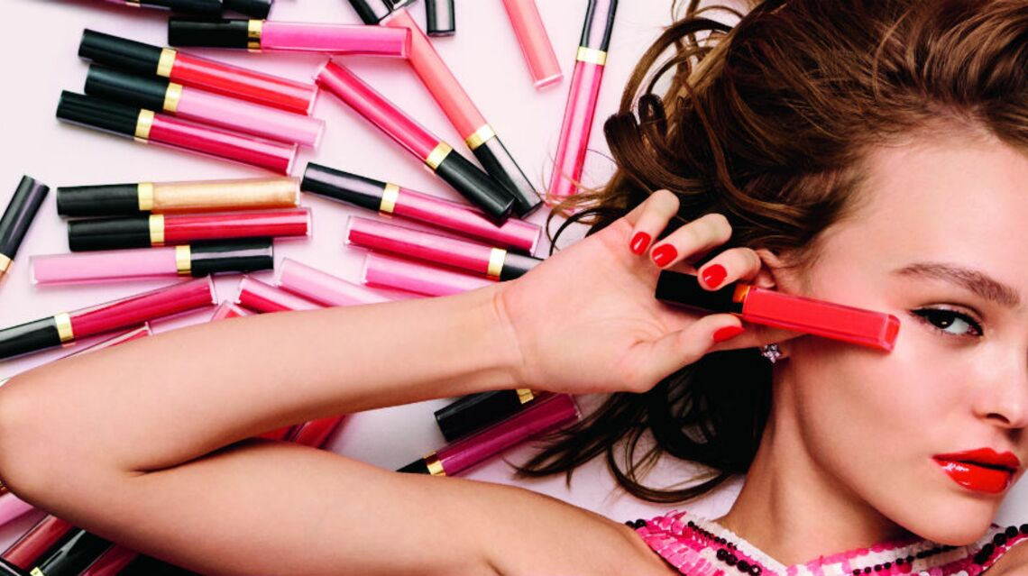Lily-Rose Depp, mutine dans un nouveau spot pour Chanel