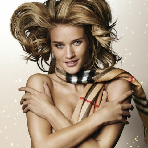 Rosie Huntington-Whiteley nue pour Burberry