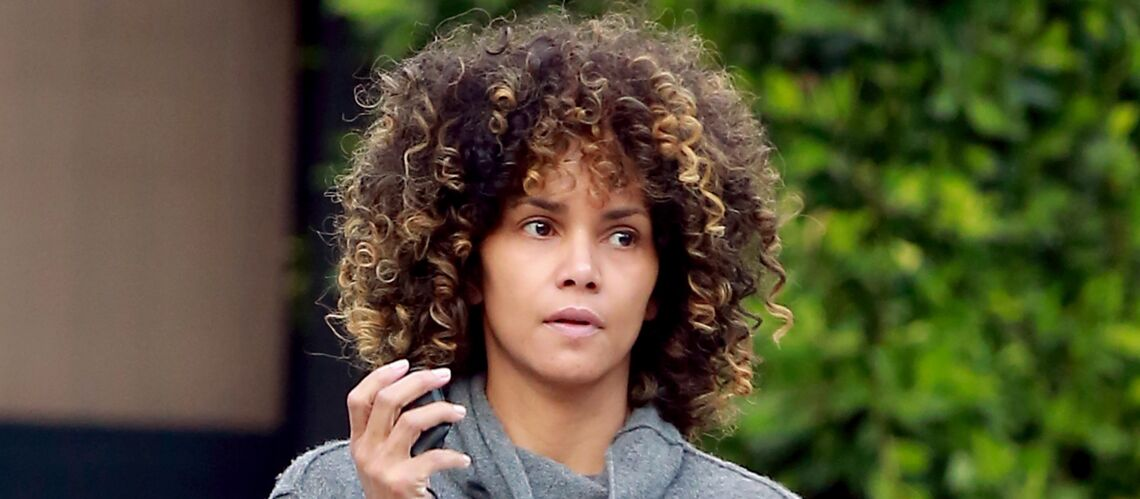 PHOTO – Halle Berry arbore une coupe et un visage au natu­rel