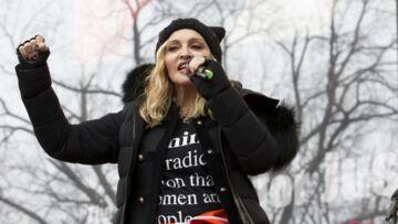 PHOTOS – Les stars contre Trump: Les messages militants et féministes fleurissent sur les vêtements des people