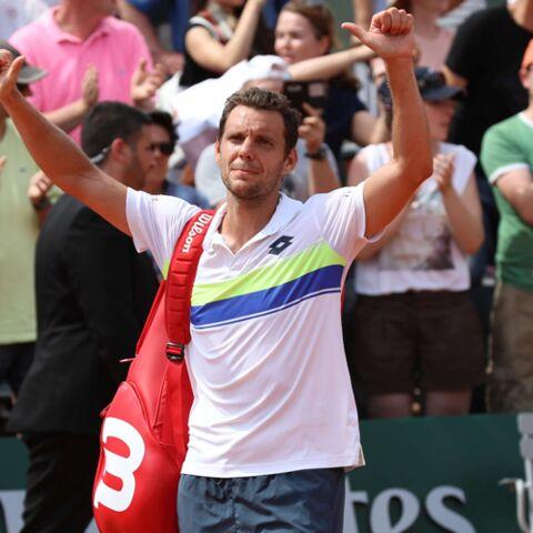 PHOTOS- Paul-Henri Mathieu battu à Roland Garros: heureusement sa femme et son fils étaient là pour le consoler