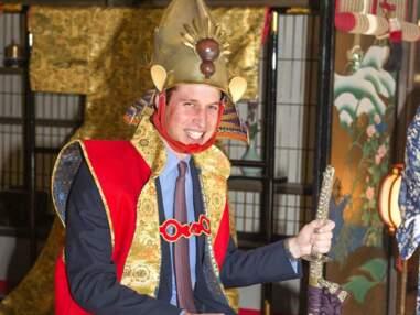 Au Japon, le Prince William n'échappe pas à la tenue de samouraï