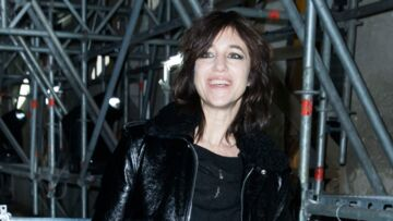 PHOTOS – Charlotte Gainsbourg parade en total look cuir au défilé Saint Laurent