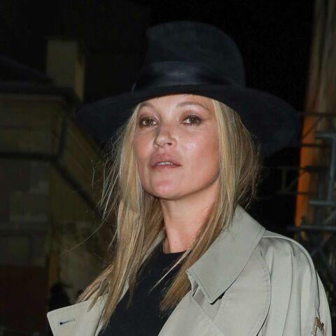 PHOTOS – Kate Moss, sans maquillage et rock, au défilé Saint Laurent