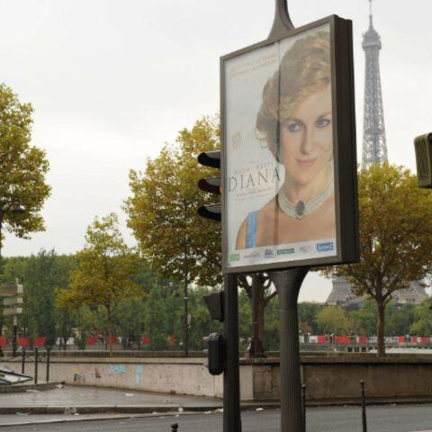 Diana: Une affiche du film choque Pont de l'Alma
