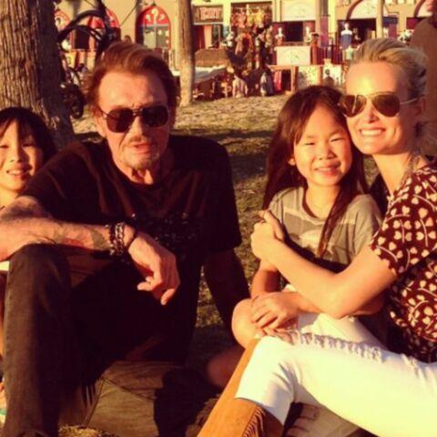 VIDÉO – Johnny et Laeticia Hallyday fous de joie pour l'anniversaire de Jade: la petite fille bien entourée