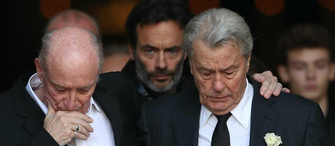PHOTOS – Alain Delon et Pascal Desprez, les deux hommes de la vie de Mireille Darc unis dans l'émotion