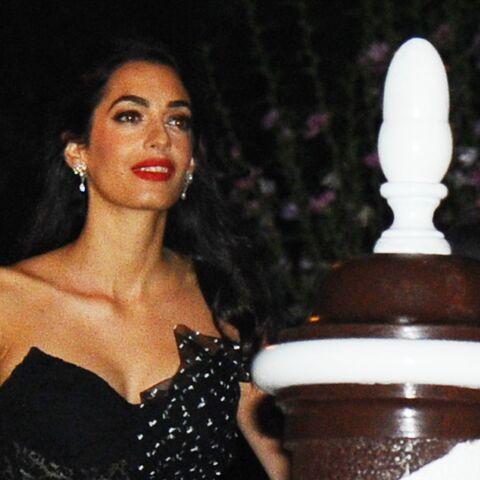 PHOTOS – Amal Clooney: renversante de beauté en robe bustier et transparente au Festival de Venise