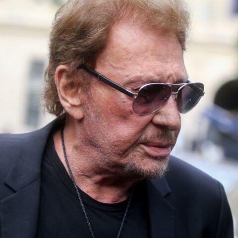 Johnny Hallyday mitraillé par les photographes aux obsèques de Mireille Darc: l'animateur Julien Courbet choqué