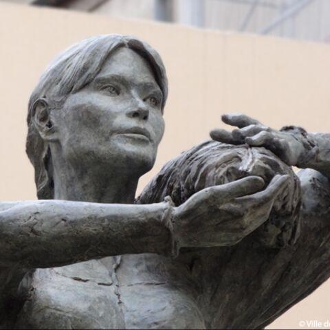 Carla Bruni en statue… de bronze