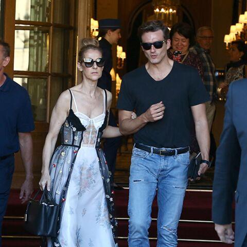 PHOTOS – Céline Dion: tout en glamour et sexy en robe-lingerie au bras de Pepe Munoz à la sortie de son hôtel à Paris