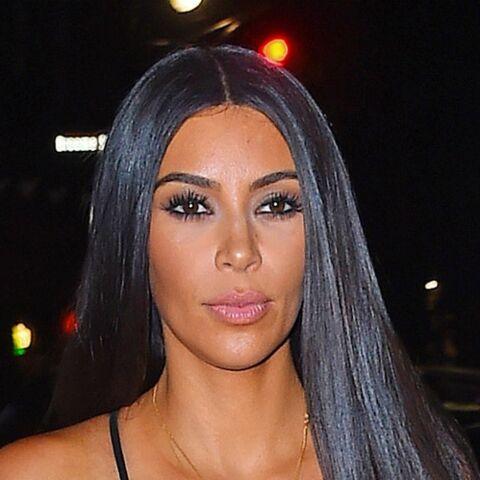 PHOTOS – Kim Kardashian dévoile sa poitrine avec un top (très) transparent