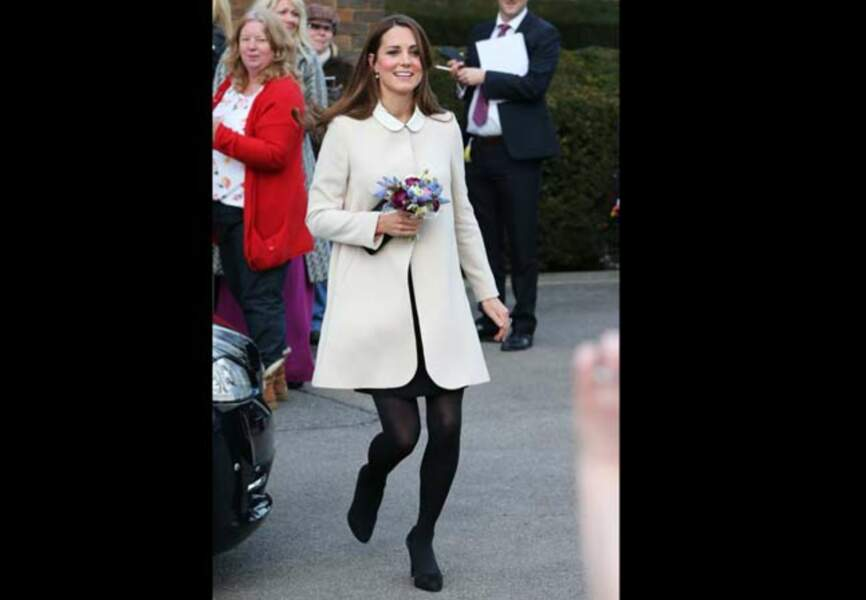 La duchesse de Cambridge radieuse dans son manteau crème