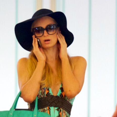Paris Hilton voyage léger